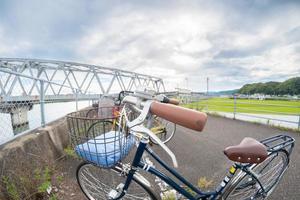 fisheye fiets en brug