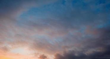 wolken voorspellen weer in de herfst foto