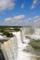 iguazu valt in Argentinië met regenboog foto