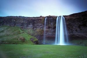 seljalandsfoss. prachtige waterval in het zuiden van ijsland.