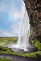 doorgang onder de waterval