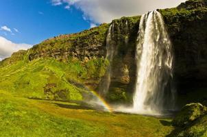 seljalandsfoss waterval van de rivier seljalandsa, zuid-ijsland