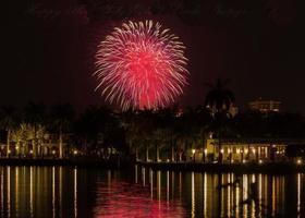 rood vuurwerk foto
