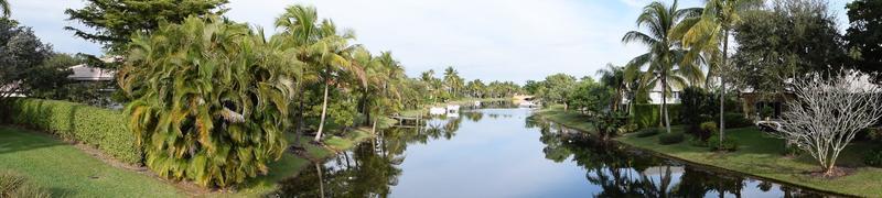 rustig uitzicht op het kanaal van Florida foto