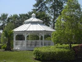 wit tuinhuisje foto