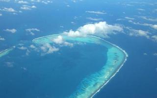 tropisch eiland van bovenaf