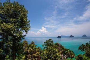 gezichtspunt op het eiland Koh Ngai foto