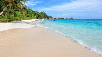 strand in de zomer van thailand foto