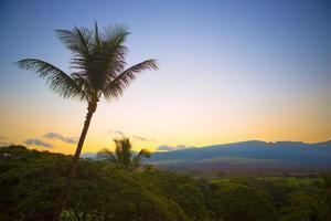 zonsopgang boven maui, hawaii foto