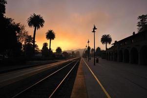 夕 暮 れ の 駅 \ tsanta barbara provincie foto