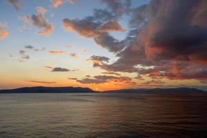schilderachtig uitzicht op een klein eiland foto