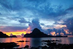 prachtige zonsondergang in el nido foto