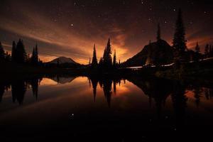 tipsoo meer reflecties 's nachts foto