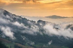 het uitzicht op de hoge berg in het noorden van thailand