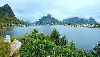 zomerdorp reine (lofoten, noorwegen).