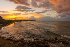 golven aan de kust foto