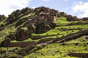 ruïnes in de verloren stad pisac - peru foto