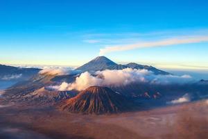 mount bromo vulkaan, oost java, surabuya, indonesië foto