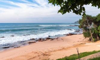 tropisch strand in sri lanka foto