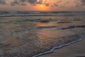zonsondergang in sri lanka foto