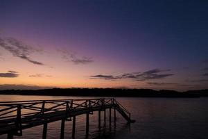 Itamaracá eilandpier bij paarse zonsondergang