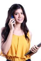 vrouw talkng mobiele telefoon foto