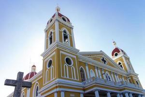 Granada Nicaragua kathedraal uitzicht van buitenaf in zonnige dag