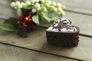 chocoladetaart in een hart, valentijn, dessert foto