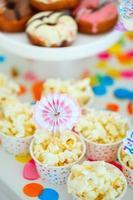 desserttafel op feestje foto