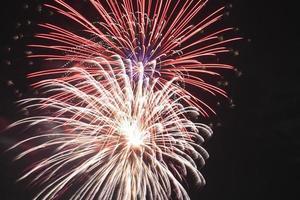 vuurwerk in de nacht foto