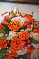 bruidsboeket van heldere bloemen 1961.
