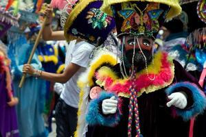 Mexicaanse traditionele danseres gekleed als een chinelo foto