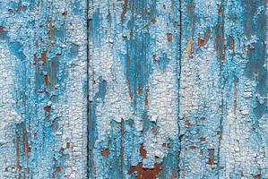 afgestoken verf op de deur van de oude planken textuur achtergrond foto