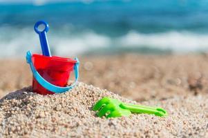 speelgoed op het strand