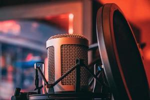 close-up van microfoon voor muzikaal orkest