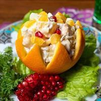 oranje voorgerecht met granaatappel