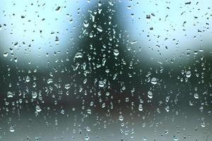 druppels water op glas