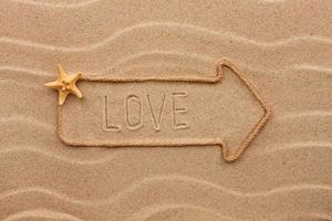 aanwijzer gemaakt van touw met een inscriptie liefde, met zeester