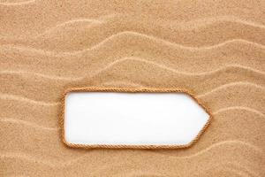 aanwijzer gemaakt van touw op het zand