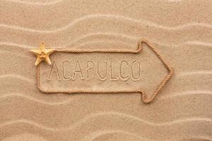 pijl gemaakt van touw met het woord acapulco op de