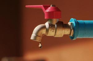 bespaar waterbesparing, waterdruppel en kraan
