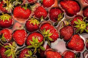 aardbeien in water