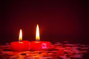 twee rode kaarsen
