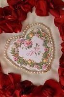 verticale valentijnskaart met parels foto