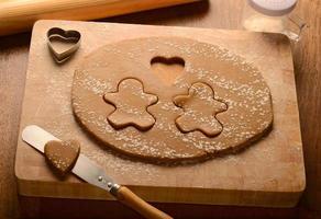 peperkoekmannetjes en loveheart-koekjes maken