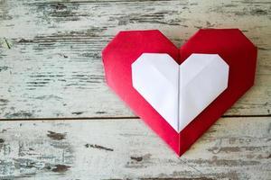rode en witte origami harten foto