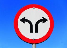 Braziliaans verkeersbord in twee richtingen.
