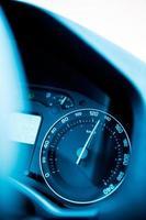 snelheidsmeter close-up met buitensporige snelheid