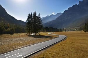 fiets- en voetpad in de herfst