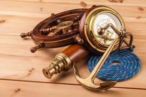 maritiem avontuur oud anker en oude telescoop